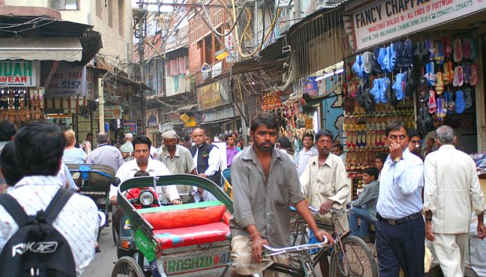 picture of a street in Delhi